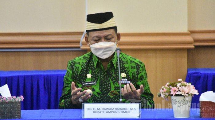 Bupati Lampung Timur Dawam Rahardjo Salat Idul Fitri di Rumah Dinas