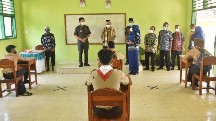 Bupati Lampung Timur Tinjau Simulasi PTM dari TK hingga SMP di Sukadana