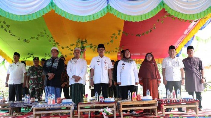 Bupati Agus Istiqlal meresmikan SMP IT dan Pembangunan Masjid Pondok Pesantren Miftahul Huda