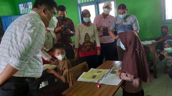 Bupati Musa Ahmad Pantau PTM di Seputih Agung Lampung Tengah