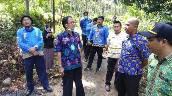 Bupati Pesbar Agus Istiqlal Sidak Proyek Jalan Hotmix di Pekon Walur dan Pekon Negeriratu Tenumbang
