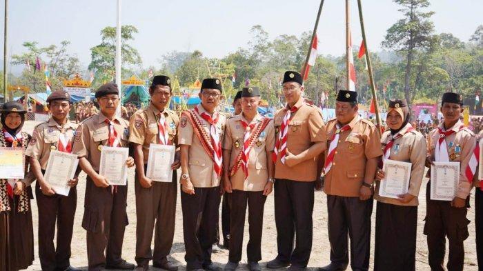 Upacara Hari Pramuka Ke-58 Kabupaten Pesibar, Bupati Lantik Pengurus Kwarcab dan LPK Gerakan Pramuka