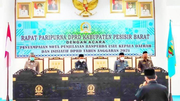 Agus Istiqlal Hadiri Rapat Paripurna DPRD Kabupaten Pesisir Barat Tahun 2021