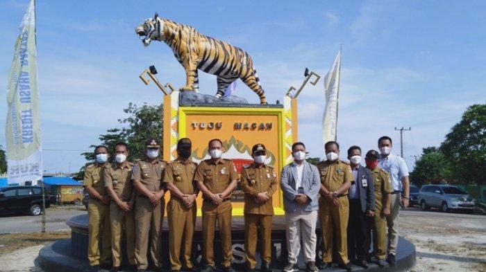 Bupati Saply Resmikan Tugu Macan di Desa Brabasan Mesuji