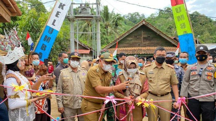 Bantu Bedah Rumah, Bupati Tanggamus Dewi Handajani Roadshow di Kecamatan Kelumbayan