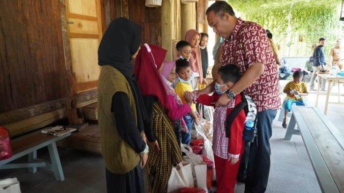 Bupati Tubaba Lampung Santuni Anak Yatim Akibat Orangtua Meninggal karena Covid