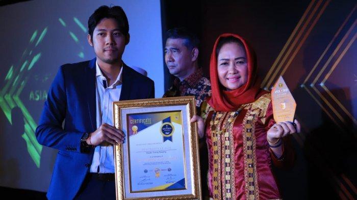 Winarti Sabet Penghargaan Bupati Kinerja Terbaik dari Seven Media Asia