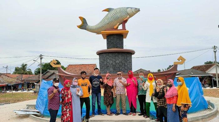 Bupati Tulangbawang Winarti Resmikan Taman Tugu Ikan Jelabat dan Tugu Udang Windu