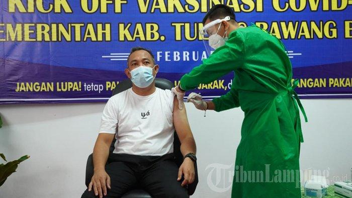 Bupati Umar Ahmad Jadi Orang Pertama yang Disuntik Vaksinasi Covid-19 di Tubaba