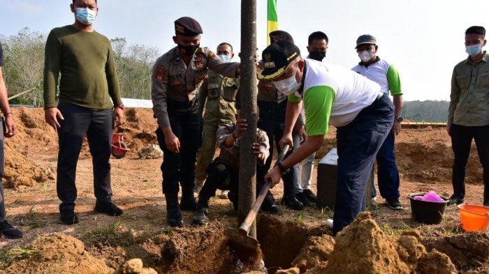 Bupati Umar Ahmad Peringati Hari Lingkungan Hidup Bersama Kapolda Lampung