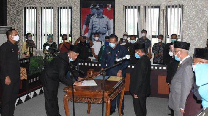 Bupati Umar Rotasi 5 Pejabat Eselon II Pemkab Tulangbawang Barat