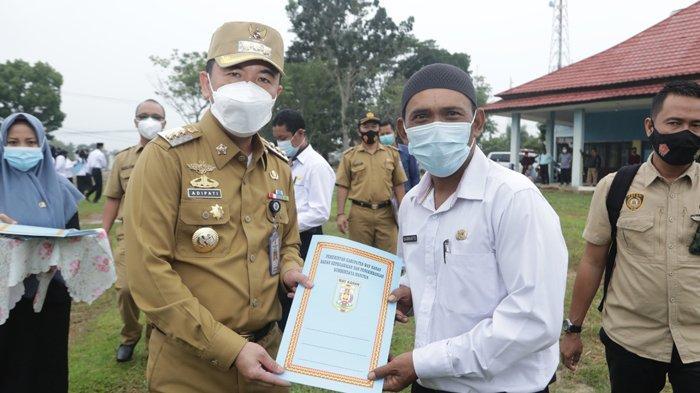 Bupati Way Kanan Raden Adipati Surya Serahkan SK Kepada 116 PPPK