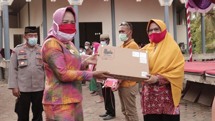 Pemkab Tulangbawang Lampung Realisasikan Bantuan 300 Unit Laptop untuk Sekolah