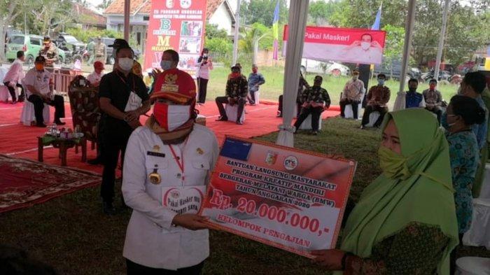 Bupati Winarti Gulirkan Program Ekonomi Kreatif di Banjar Margo, Tulangbawang