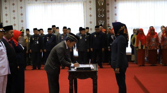 Winarti Lantik 5 Pejabat Eselon II Hasil Lelang Jabatan, Dedi Palwadi Jabat Kadiskominfo Definitif
