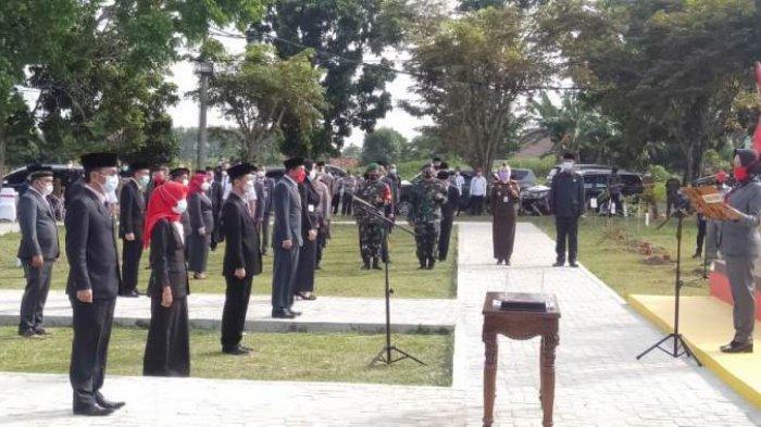 Bupati Winarti Rotasi 53 Pejabat Eselon III dan IV Pemkab Tulangbawang di Ruang Terbuka