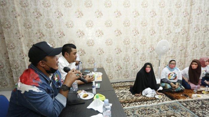 Bobby Nasution - Aulia Rachman Janji Perhatikan Nasib Penggali Kubur