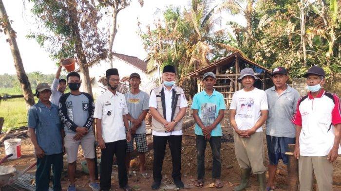 Warga Mulyo Asri Tubaba Patungan, Bantu Bangun Rumah Korban Kebakaran Saat Lebaran
