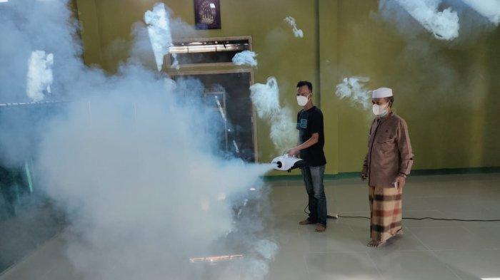 Cegah Penyebaran Covid-19, Warga Lampung Utara Fogging Sejumlah Fasilitas Umum