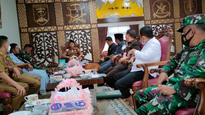 Pemkab Lampung Barat Ikut Bantu Penyelesaian Konflik Gajah di Kecamatan Suoh dan Bandar Negeri Suoh