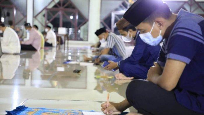 Cerita ASN Tulangbawang Salat Tarawih Bergilir, Tulis Kultum Demi Dapat Suvenir Bupati