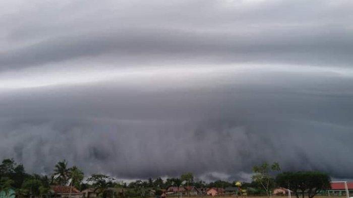 Warga Lihat Awan Pekat di Langit Tuba, 245 Rumah Rusak Akibat Puting Beliung, 1 Tewas 3 Luka