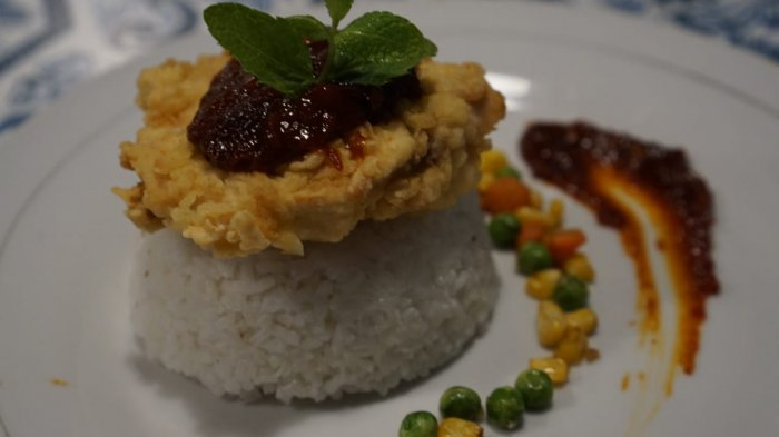 KULINER LAMPUNG - Cicipi Ayam Geprek Special di Clary's Cafe Hotel Andalas Bandar Lampung, Ajiib!