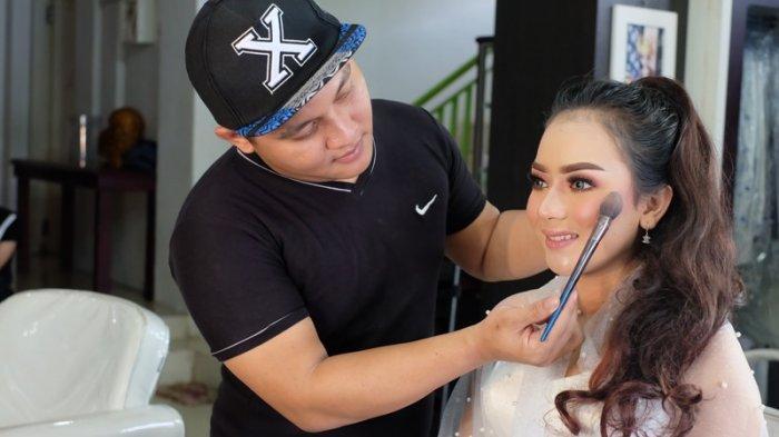 Aplikasi Eyeshadow Ala Sun Kissed Bisa Jadi Pilihan Make Up 2019 Tribun Lampung