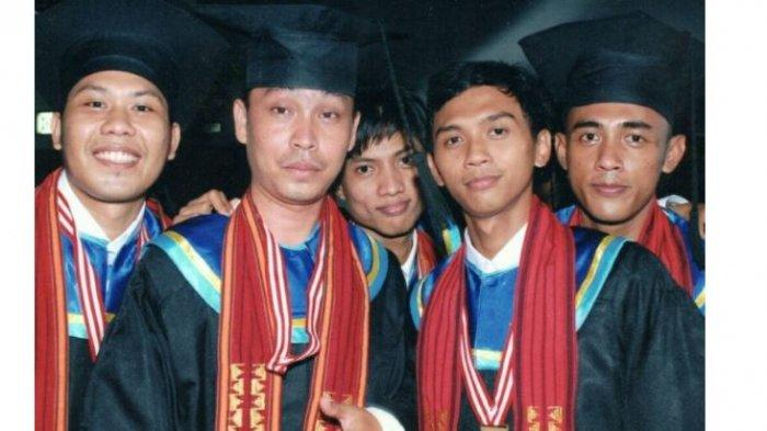 kuliah di Universitas Teknokrat Indonesia membuatnya makin mahir dalam membuat video pembelajaran serta keahlian lain. Profesinya sebagai guru, ia rasakan tertolong dengan keahlian yang selama ini ia dapat dari kampus.
