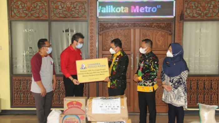 Warga Metro Lampung Isoman Dapat Bantuan dari Chandra dan SPBU