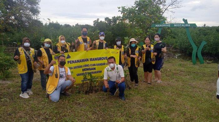 Grand Elty Krakatoa dan Lions CLub Jalankan Program CSR Tanam Mangrove dan Sunatan Massal