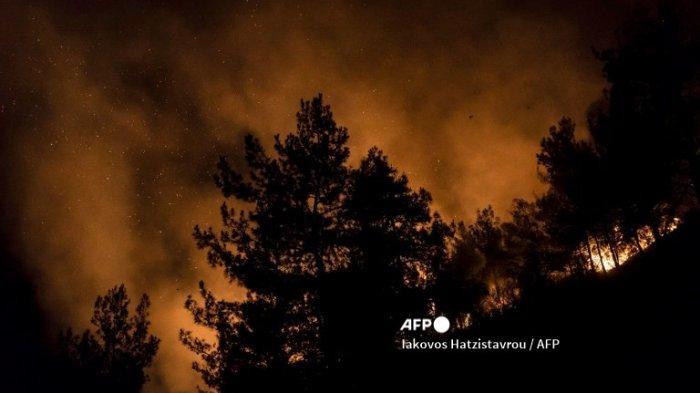 Kebakaran Hutan Hanguskan Puluhan Rumah di Yunani, 5 Orang Dilarikan ke RS