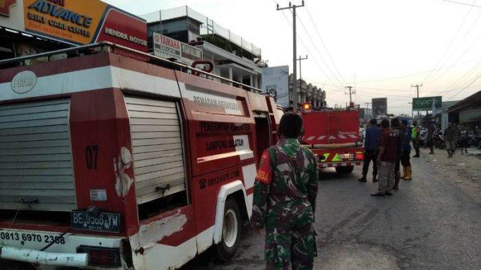Kebakaran Ruko Spare Part di Tanjung Bintang, Damkar Lampung Selatan Kewalahan Jangkau Lokasi