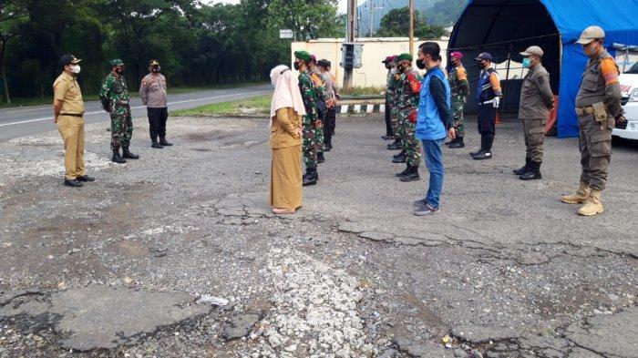 Jelang Libur Lebaran, Wadan Ramil Kapten Cpl Made Diazmika Pantau Pos Penyekatan Kecamatan Panjang