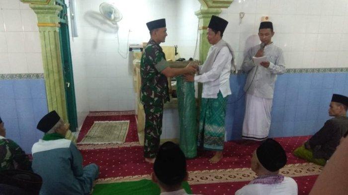 Dandim 0410/KBL Berikan Bantuan Karpet dan Sajadah Kepada Anak Hafidz Qur'an