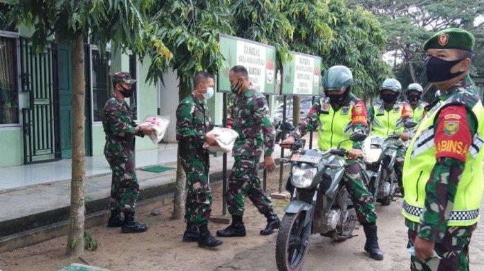 Dandim 0426 Tulangbawang Lampung Salurkan Beras ke Warga Terdampak Covid-19