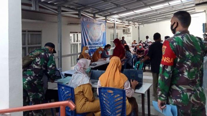Tinjau Vaksinasi Massal, Dandim 0429/Lamtim Ajak Masyarakat Patuhi Prokes