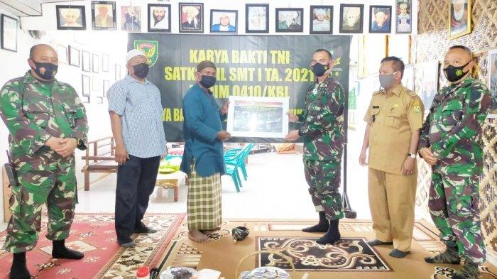 Dandim 0410/KBL Kolonel Inf Romas Herlandes Tutup Kegiatan Karya Bakti Satkowil Semester I