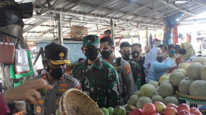 Jelang Idul Fitri 2021, Kolonel Inf Romas Herlandes Pantau Pasar Tradisional Pasir Gintung