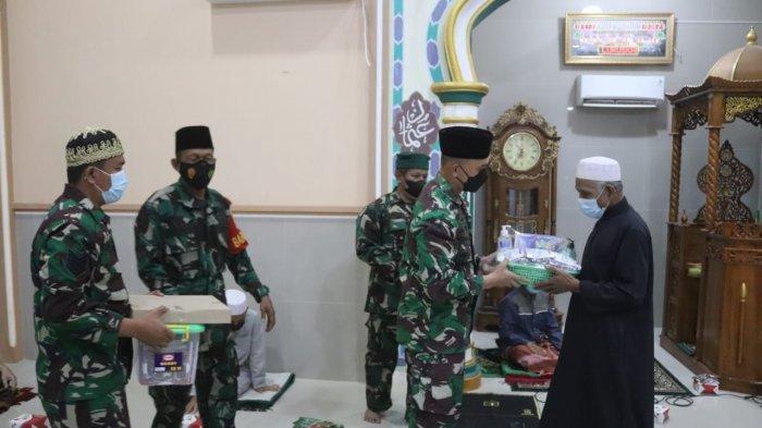 Jalin Silaturahmi, Kolonel Inf Romas Herlandes Kunjungi Masjid Nurul Mubin Pengajaran