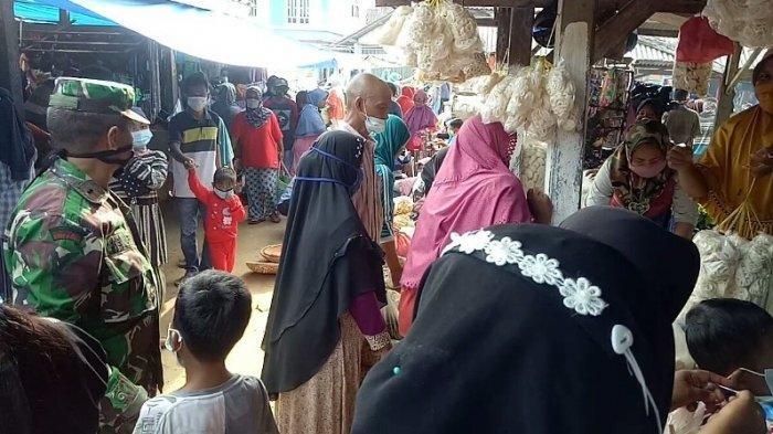 Danpos Bahuga Way Kanan Tertibkan Prokes di Pasar Tradisional