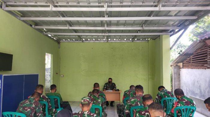 Mayor Inf Anang Nugroho Beri Arahan kepada Anggota Koramil 410-06/Kedaton