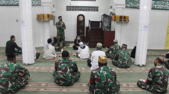 Kolonel Inf Romas Herlandes Hadiri Kegiatan Manunggal Subuh di Masjid Jami Al Yaqin