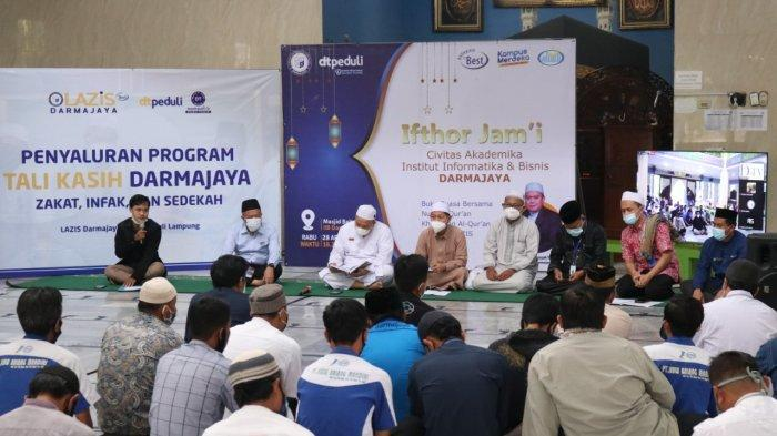 IIB Darmajaya Gelar Khatam Al-Quran, Iftar Jama'i, Penyaluran Zakat, Infak, dan Sedekah