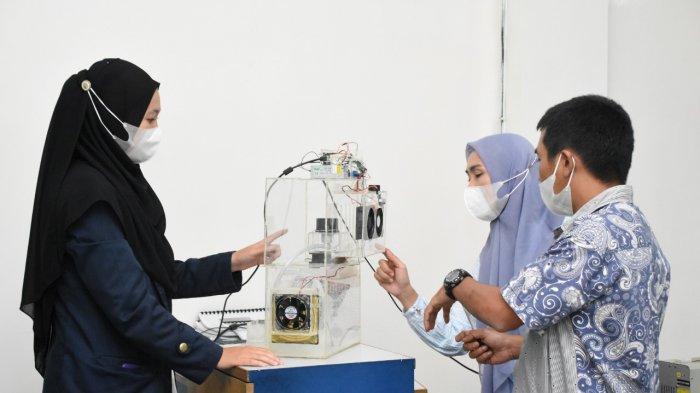 Mahasiswi Prodi Sistem Komputer IIB Darmajaya Ciptakan Sistem Filterisasi Asap Rokok Otomatis