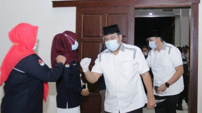 Pasangan calon bupati dan wakil bupati Pesawaran nomor urut 01 M Nasir-Naldi Rinara sudah hadir di Graha Adora, Gedongtataan, Rabu (4/11/2020).