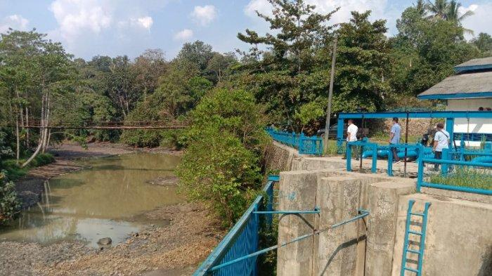 Debit Air Minim, Pelanggan PDAM Pringsewu Lampung Minta Air ke Tetangga