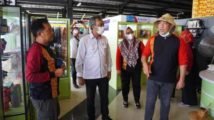 Dekranasda Tulangbawang Barat Buka Stand Pusat Oleh-oleh di Rest Area JTTS Km 215