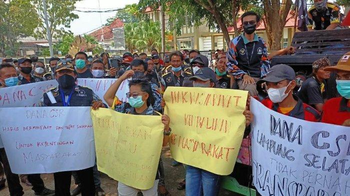 Massa dari Beberapa Ormas dan LSM di Lampung Selatan Gelar Aksi, Minta Kejelasan Pengelolaan CRS