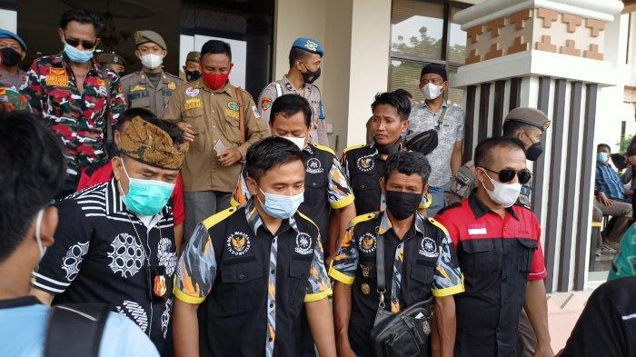 Ratusan Pendemo Geruduk Kantor Dinas Bupati Lampung Selatan